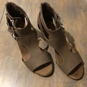 Croft & Barrow taupe sandals, Sz 9, NWT